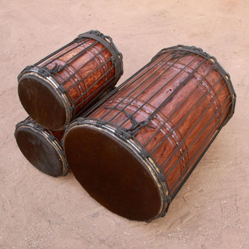 Juego de tres dununs en madera balafon