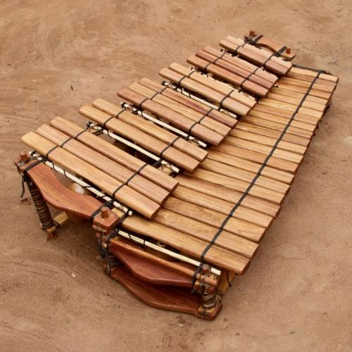 Chromatic balafon 37 keys.