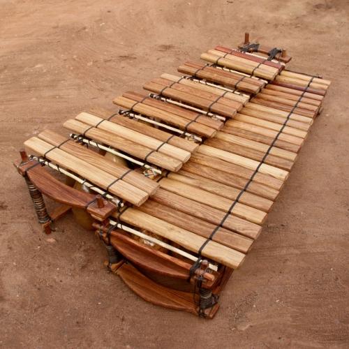Bass chromatic balafon 37 keys.