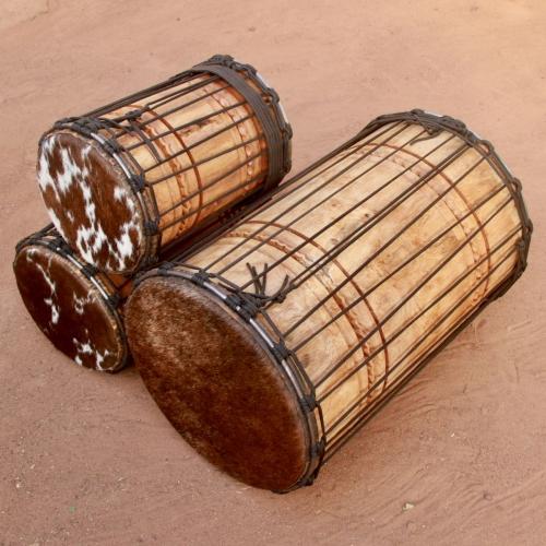 Trio de dununs en bois blanc
