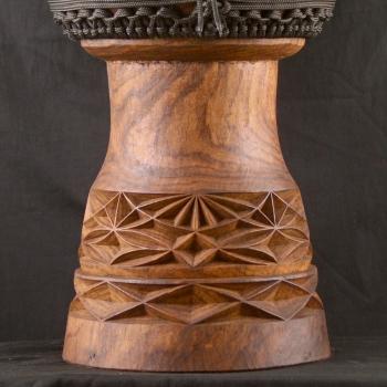 Détails des sculptures d'un djembe BaraGnouma