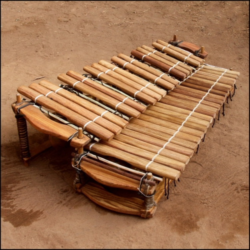 Chromatic balafon 37 keys.