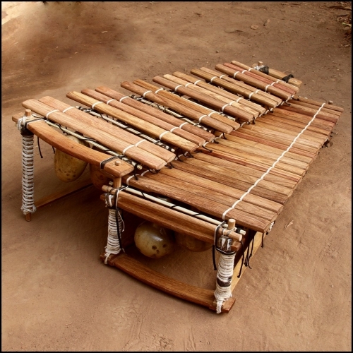 Low chromatic balafon 37 keys.